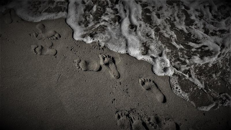 Fußspuren hinterlassen